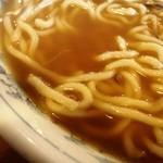 ひろしま大勝軒 - スープの表情 薄いのに加えオイル分無し