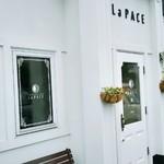 ラ パーチェ - 白い外壁がお洒落な外観
