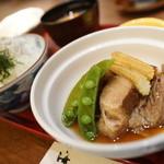 51870561 - ルスツ産もち豚の角煮(今日の昼献立のニク料理