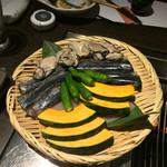 雫はなれ - 海鮮炙り:牡蠣、鰯、カボチャ、ししとう