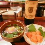 十三 すし屋台 - 玉赤、時鮭の刺身、白ボトル16.5