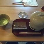 萬御菓子誂處 樫舎 - 饅頭蒸しとお抹茶(数量限定) 900円