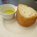 51874252 - セットのパン