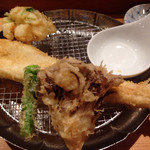 天ぷらめし 金子半之助  - 穴子、イカかき揚げ、シシトウ、マイタケ
