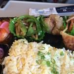 桂林 常菜房 - チンジャオロースと揚げ物