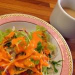 スノーライオン - ランチセットのミニサラダとスープ
