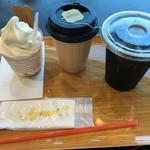 アミーチデルテ - ソフトクリーム350円  紅茶(ホット)360円  オリジナルブレンドコーヒー(アイス )360円