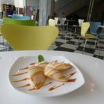 カフェ ブォナ ジョルナータ - 料理写真:カラフルな椅子が映えるカフェ