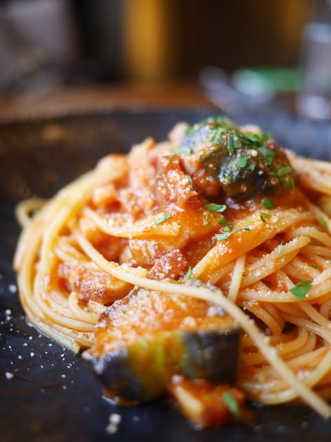 スラッシュカフェ - スパゲッティ なすとパンチェッタのトマトソース