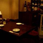 備長炭串屋 跳兎 - 唯一のテーブル席