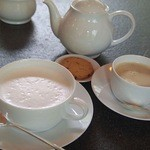 51882131 - ホットミルクとカフェオレ