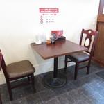 一味軒 - 内観:テーブル席