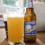 Jack37Burger - 瓶ビールの中からブルームーン
