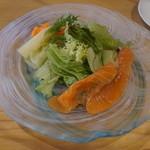 Rateru - 自家製スモークサーモン&グリーンサラダ、りんごのヴィネグレット