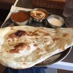 インド定食ターリー屋 - 2色カレー定食830円キーマ+バターチキン100円増し