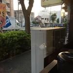 麺喰屋 Senmi - 201606 Senmi 店内(座席より右まわり)→