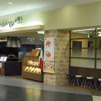 ジェノヴァ - 遠くからでも分かるのは当店自慢のピザ釜です!!