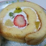51890041 - ミックスフルーツロールケーキ