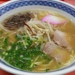 上海軒 - 醤油ラーメン¥500