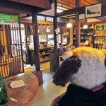 古橋酒造 - でもお土産に日本酒も買って帰ろうと思っていたので、 お店の方に良さそうなものをいろいろ試飲させてもらったよ。
