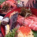 51895302 - 海鮮丼の大小を比較