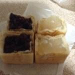 飯田屋菓子店 - 白黒の2種類の最中
