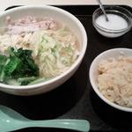 過橋米線 新橋店 - 鶏肉米線、半チャーハン、タピオカミルク