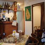 スリランカ・インド家庭料理 TANGALLE - 店内の様子 画像右奥のような個室が他にもあります
