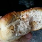 51901907 - くるみパン、断面。