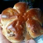 51901909 - くるみパン。