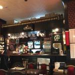 英国パブ シャーロックホームズ - 店内、平日夜はダーツする人楽しそう^_−☆