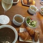 Hula - ローストビーフ丼にセットのサラダ&スープ オプション180円☆のパンとカレーのバイキング~