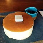 51904699 - 国産発酵バターと密柑蜂蜜のパンケーキ