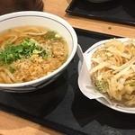 ウエスト 天神昭和通り店 - ごぼうかき揚げ温うどん400円。                             安ーい!しかもごぼうのかき揚げ美味しそう!