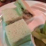 広坂ハイボール - スモークした鯖のサンドイッチ