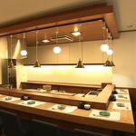 誠寿司 - カウンター席は8席