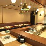 誠寿司 - 店内は落ち着いた雰囲気です