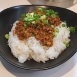 麺や金時 - ピリ辛挽肉のせご飯
