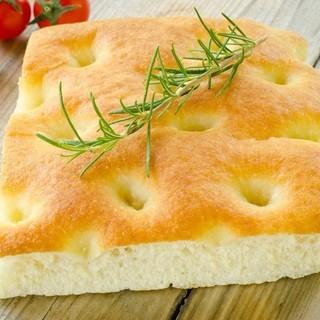 フランスから輸入している最高に美味しいパンが自慢です。