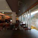 Cafe Dining Hana - 山霧と紅葉とともに