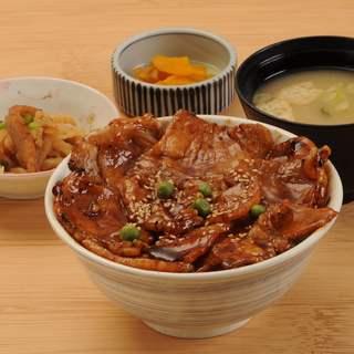 人気№1「ひまわり豚丼」