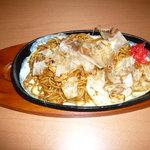お食事処 幹 - 料理写真:昔ながらのやきそばです。塩とソースがあります。