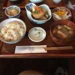 日常茶飯 - 一汁三菜ランチ