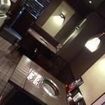 51931665 - ブラウン基調の綺麗な店内