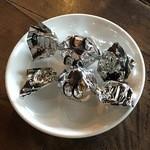 51934051 - チョコを食いながら待機。