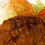 習志の - 豚カツ定食(豚ロース肉):豚カツ+サラダ(アップ)