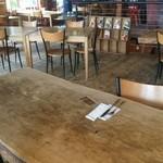 ジョジョズ カフェ&バー - 店内広くてステキです
