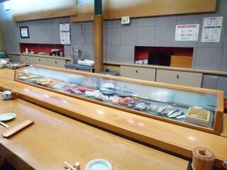 小判寿司 - カウンターの様子