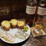 Barホトトギス - ウイスキーに合う自家製ベーコンなどのアラカルト