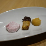 51938950 - 小菓子3種